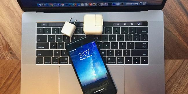 Củ sạc iPad giúp sạc nhanh iPhone hơn sạc nhanh iPhone - Giúp sạc nhanh iPhone thông qua mẹo nhỏ sau đây
