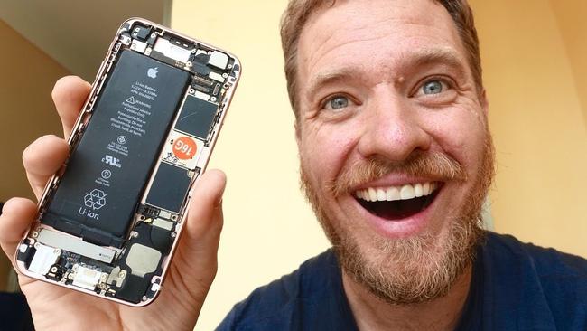 Anh chàng này đã mua linh kiện về tự sản xuất chiếc iphone của mình iphone - Không đủ tiền, thanh niên này đã tự sản xuất iPhone cho mình