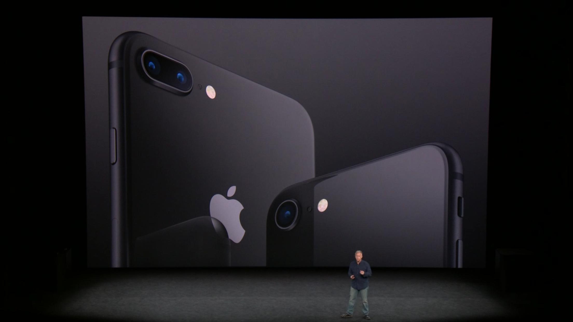 iPhone 8 và 8 Plus đến cuối tháng 10, đầu tháng 11 mới lên kệ chính thức. Tuy nhiên nhiều người dự đoán giá iPhone 7 và 7 Plus từ giờ đến lúc đó khó giảm thêm hoặc chỉ giảm rất nhẹ. iPhone 7 - iPhone 8 hấp dẫn nhưng giờ  là lúc tốt nhất để mua iPhone 7