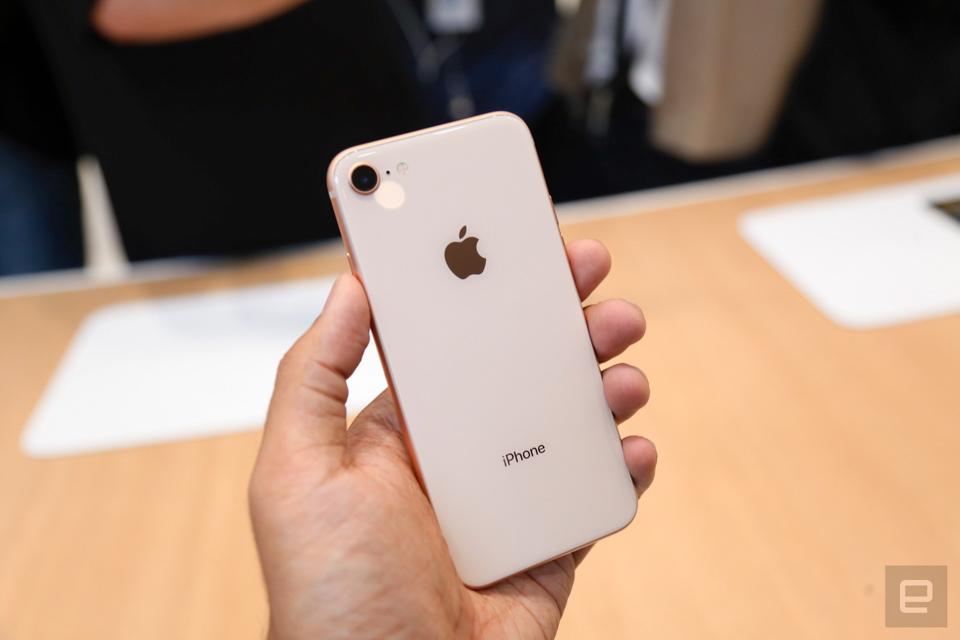 iPhone 8 rất nhỏ gọn iphone 8 256g 99% - iPhone 8 256G 99% bảo hành rơi vỡ tại Ngọc linh Mobile