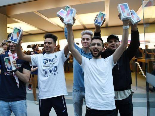 iPhone X cháy hàng  iPhone X cháy hàng - iPhone X cháy hàng tại hơn 20 thành phố lớn