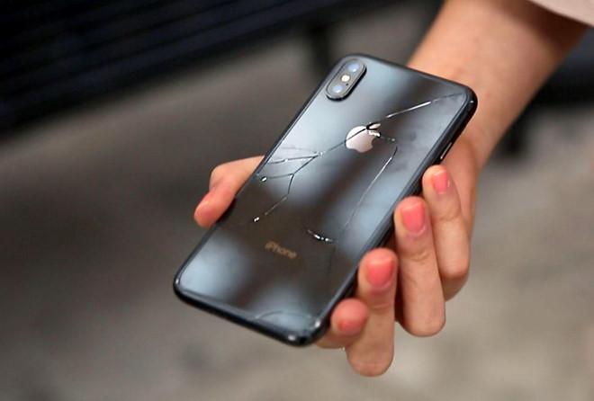 iPhone X mỏng manh  iphone x mỏng manh - Phần vỏ kính lưng của iPhone X mỏng manh đến mức nào ?