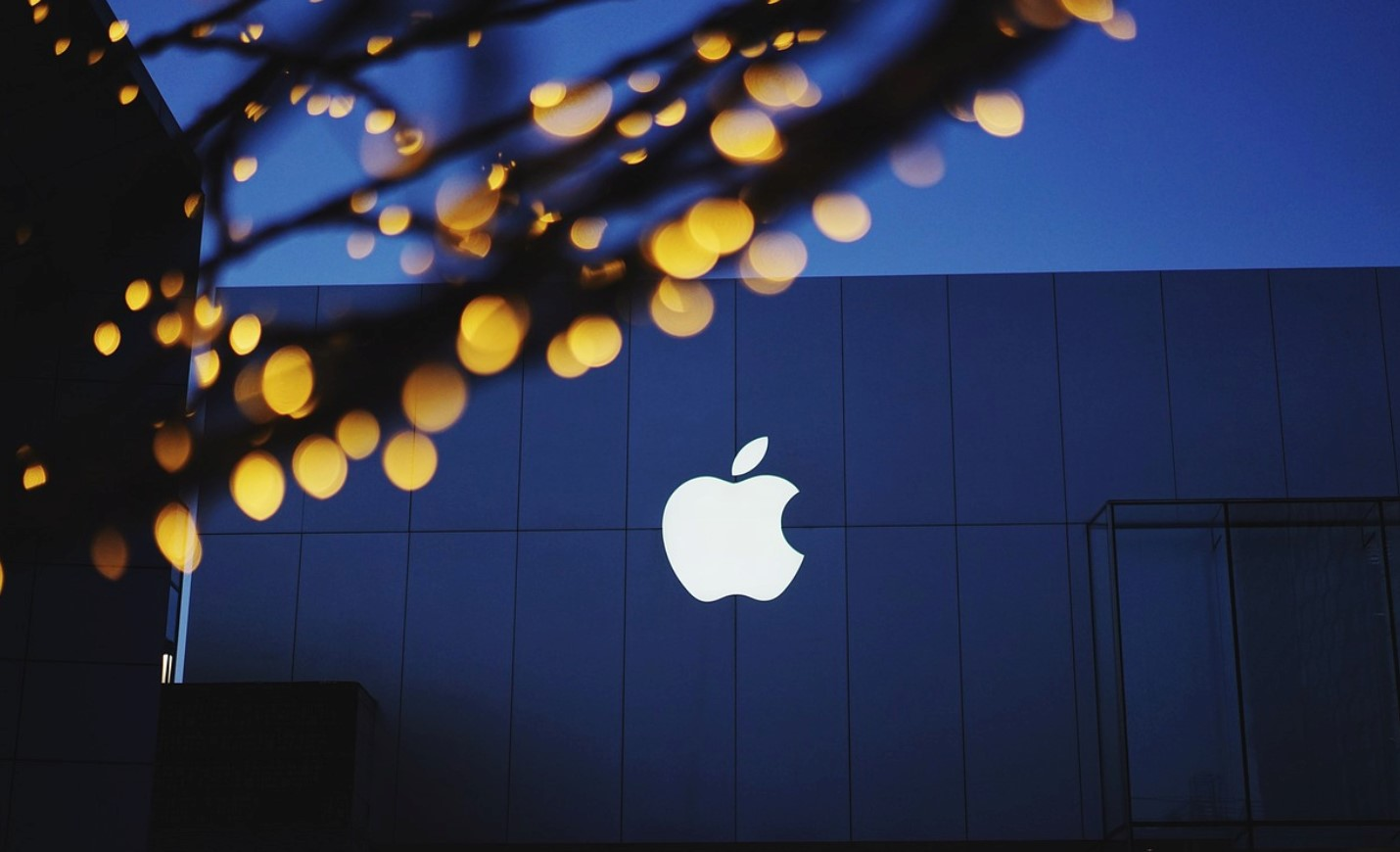 iPhone 2020 iPhone 2020 - iPhone 2020 có thể sẽ có logo phát sáng