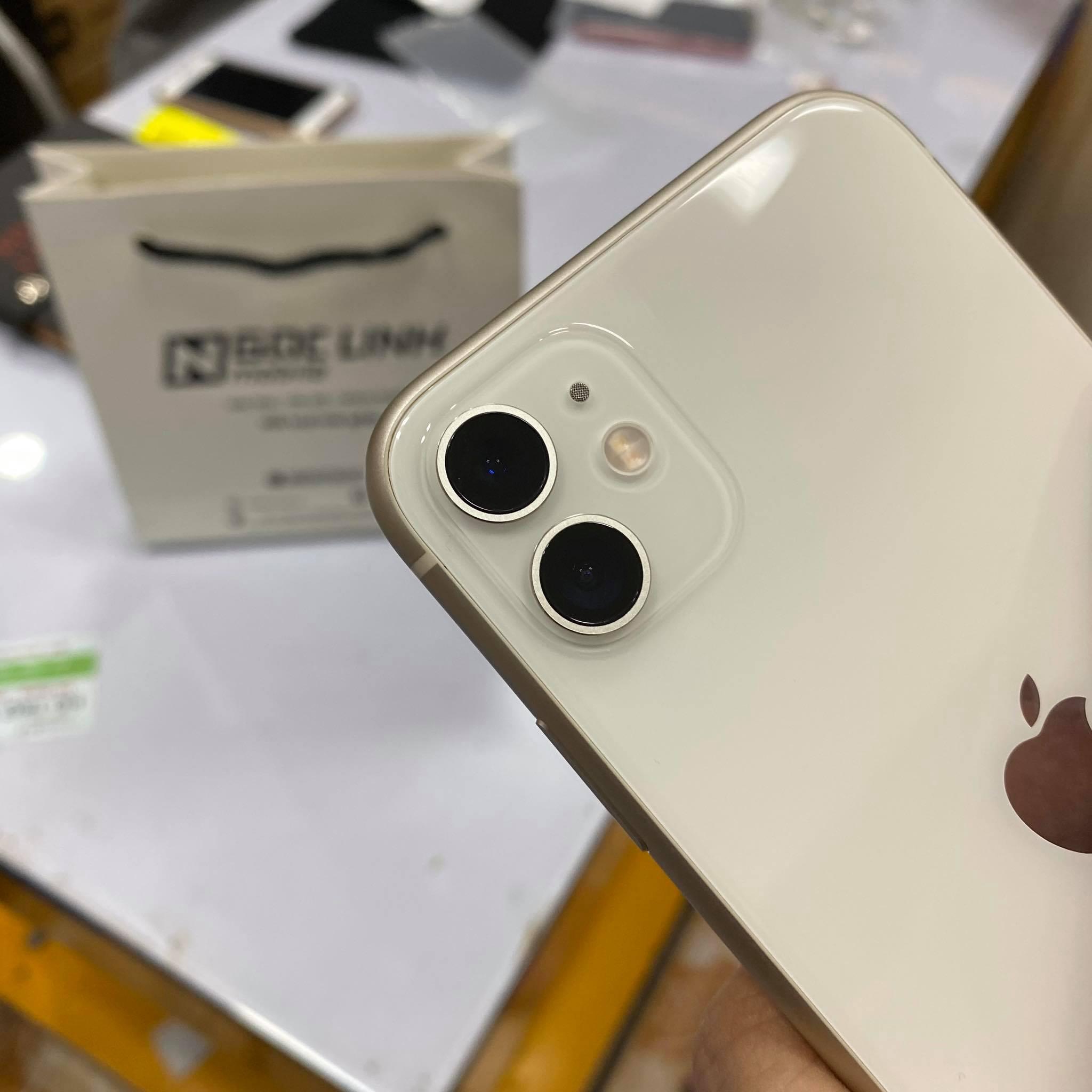 iPhone 11 iPhone 11 - Thời điểm này nên chọn iPhone XS Max hay iPhone 11?