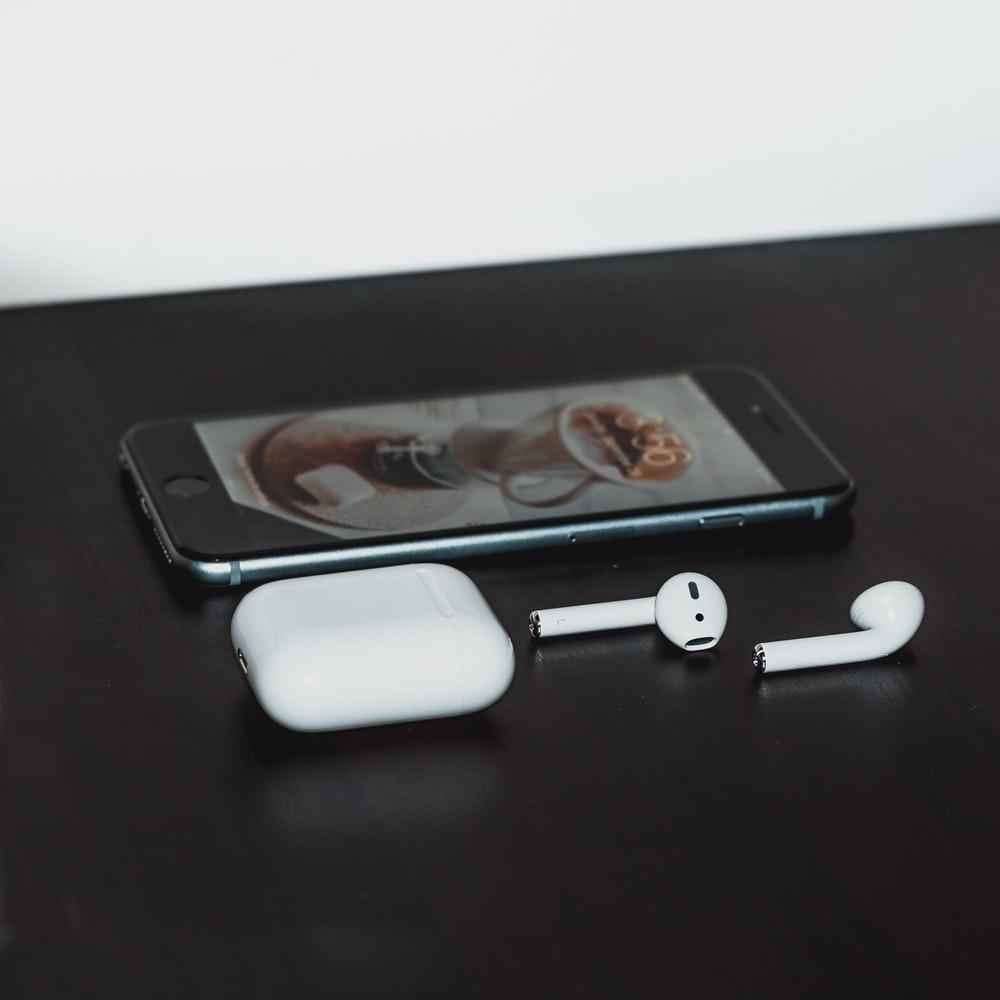 AirPods - AirPods có thể là phụ kiện kèm theo của iPhone 2020